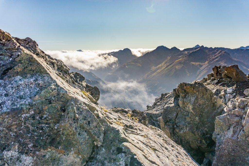 Blick über die Bergen vom höchsten Punkt aus