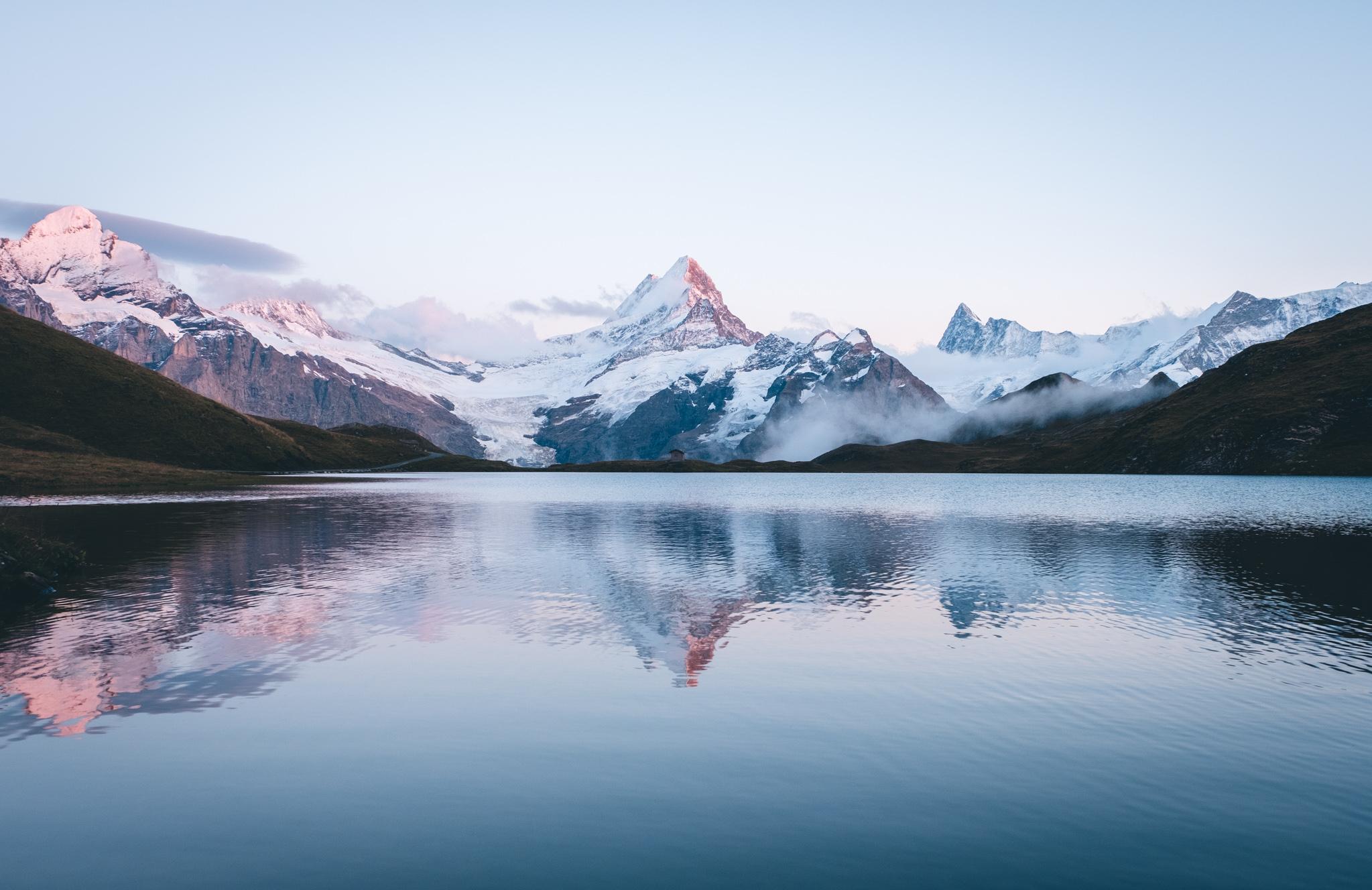 Spiegelung der Berge im Bachalpsee | © Boardshortslife