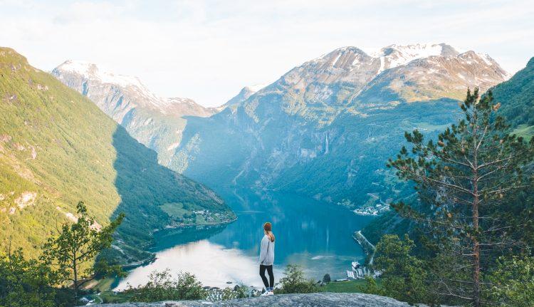 Blick auf den Geiranger Fjord | © Boardshortslife