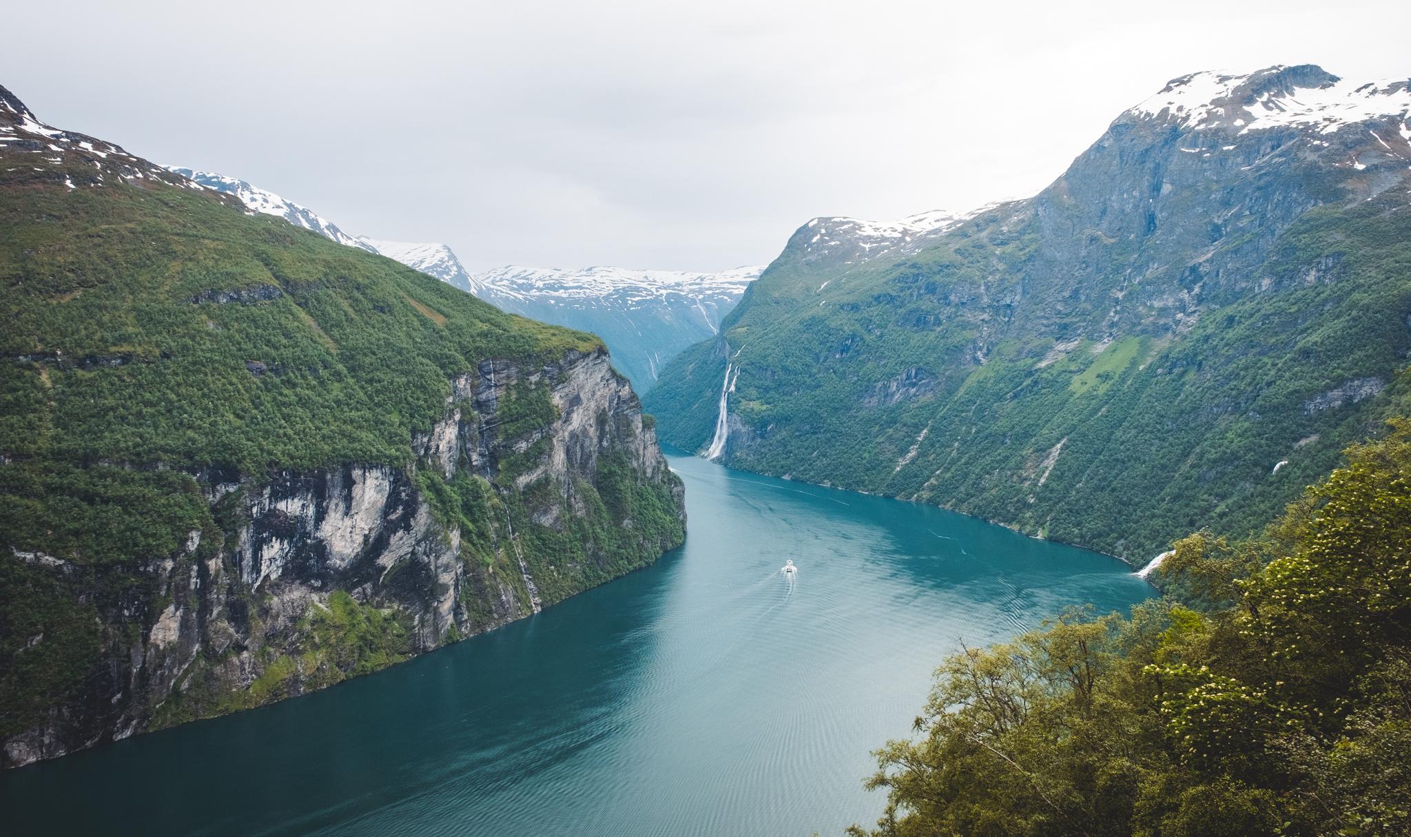 Blick auf den Geiranger Fjord von der Aussichtsplattform Ørnesvingen | © Boardshortslife