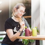 Julia Unkrig besucht vegane Restaurants in Düsseldorf - Greentrees Smoothies
